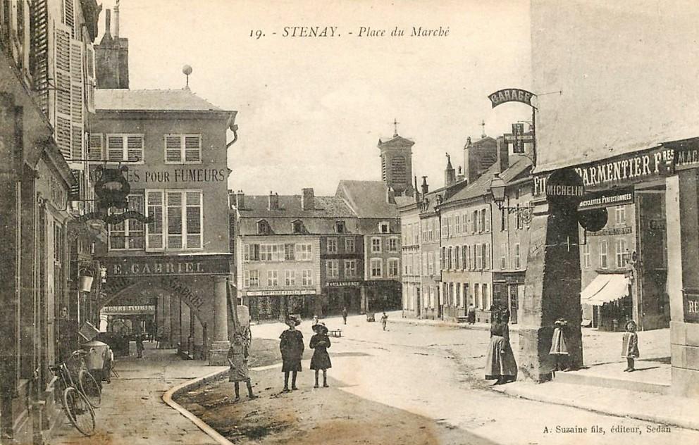 Stenay (Meuse) La place du marché CPA