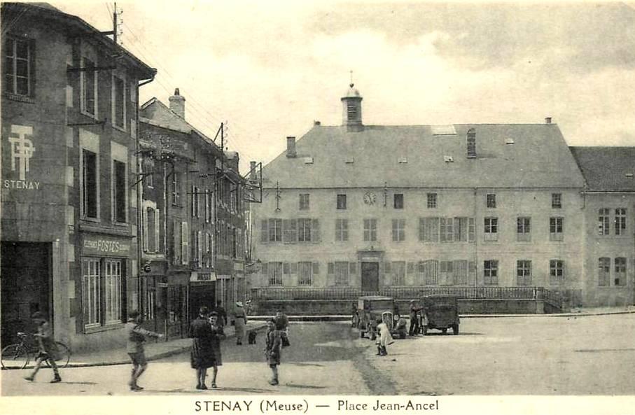 Stenay (Meuse) La place Jean Ancel CPA