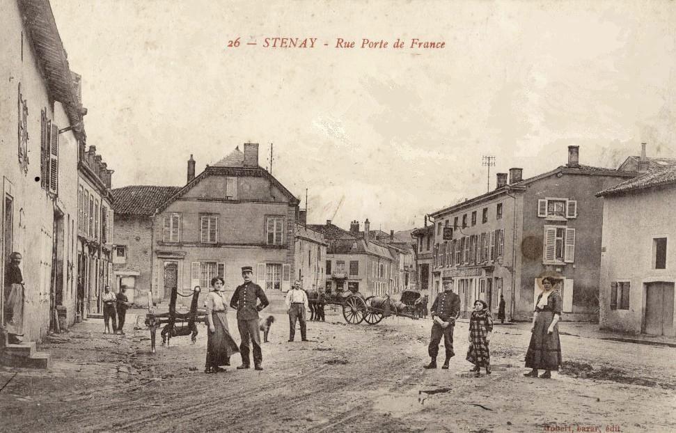 Stenay (Meuse) La rue des portes de France CPA