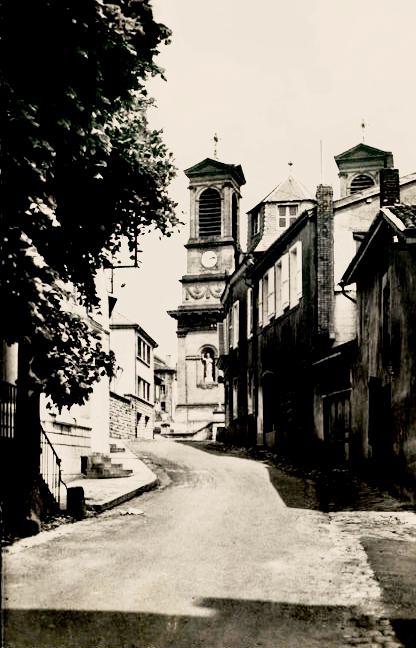 Stenay (Meuse) La rue des jardins et l'église CPA