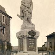Stenay (Meuse) Le monument aux morts CPA