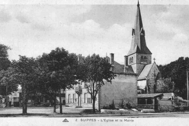 Suippes 51 l eglise et la mairie cpa