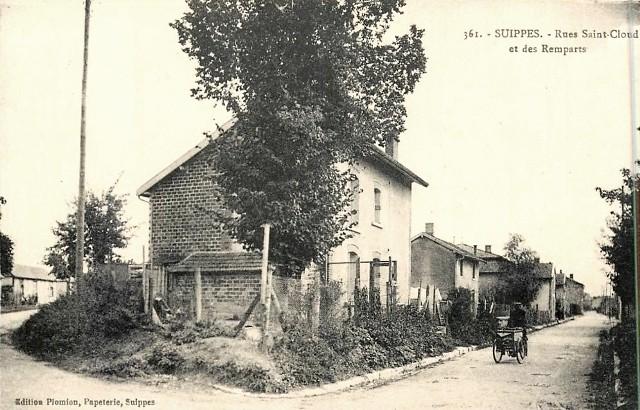 Suippes 51 la rue saint cloud et des remparts cpa