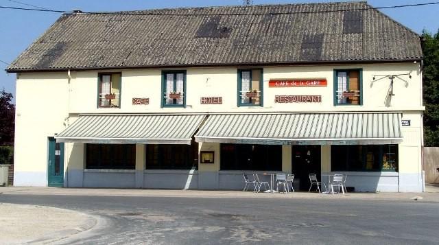 Suippes 51 le cafe restaurant de la gare cpa