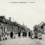 Thaumiers (18) La grande rue CPA