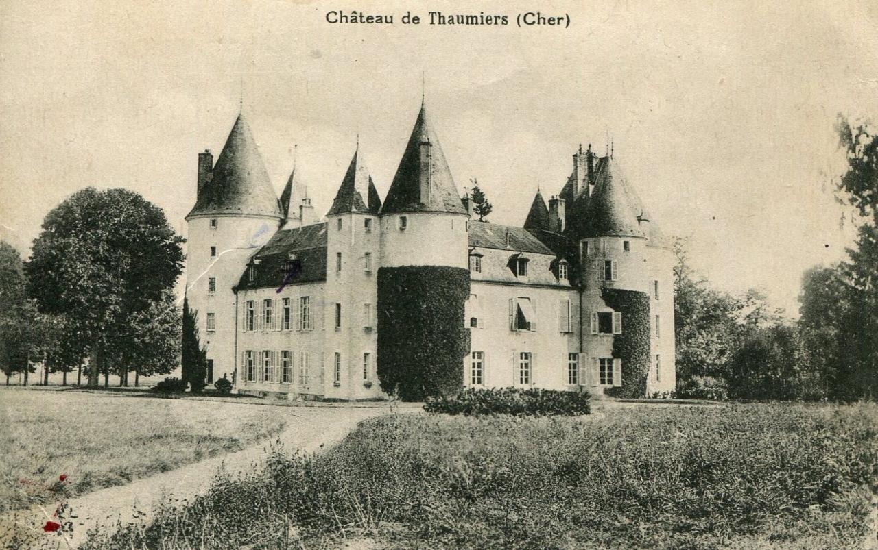 Thaumiers (Cher) Le château de la Forêt CPA
