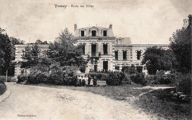 Toucy (89) L'école de Filles CPA