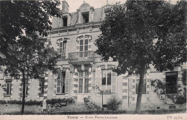 Toucy (89) L'école Pierre Larousse CPA