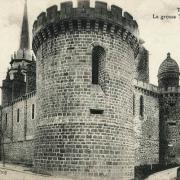 Toucy (89) L'église Saint-Pierre, la tour CPA
