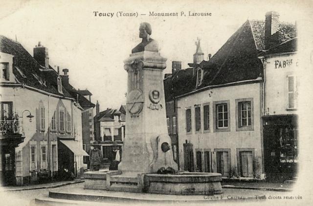 Toucy (89) La statue de Pierre Larousse CPA
