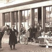 Toucy (89) Le café place de la République CPA