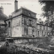Toucy (89) Le château de la Motte-Miton, la cour CPA