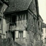 Toucy (89) Une maison à colombages CPA