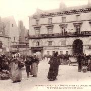 Tours (37) Place du Chateauneuf CPA