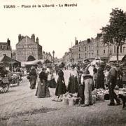 Tours (37) Place du marché CPA
