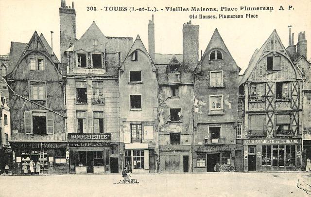 Tours (37) Vieilles maisons, place Plumereau CPA