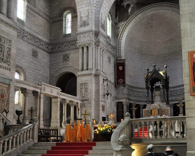 Tours, la basilique Saint-Martin où est inhumé Thibaut