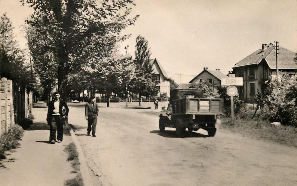 Tressange (Moselle) Bure, l'entrée du village CPA