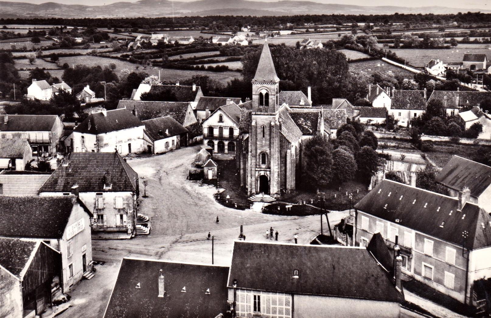 Vandenesse (Nièvre) L'église Saint Saturnin CPA