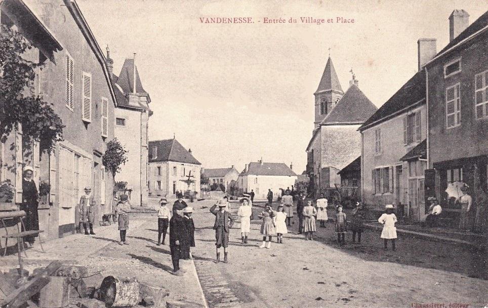 Vandenesse (Nièvre) La place CPA