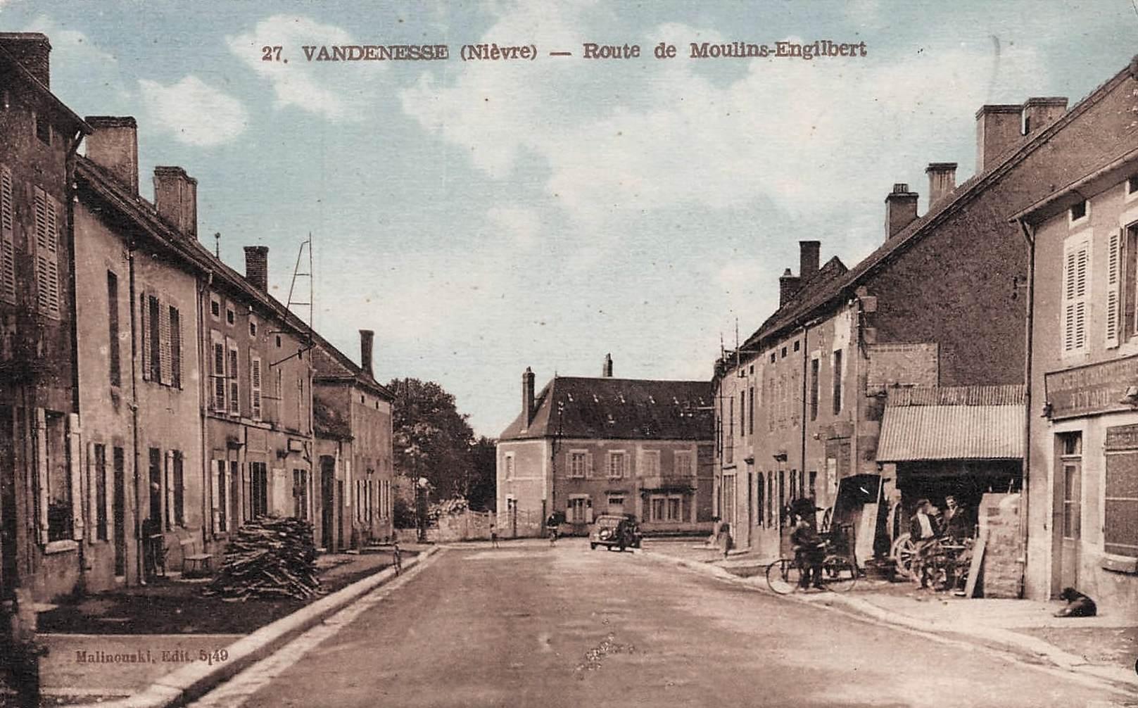 Vandenesse (Nièvre) La route de Moulins-Engilbert CPA