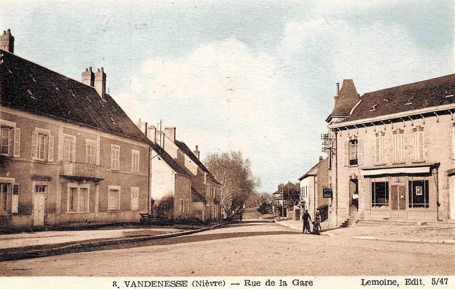 Vandenesse (Nièvre) La rue de la Gare CPA