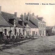 Vandenesse (Nièvre) La rue de Nourry CPA