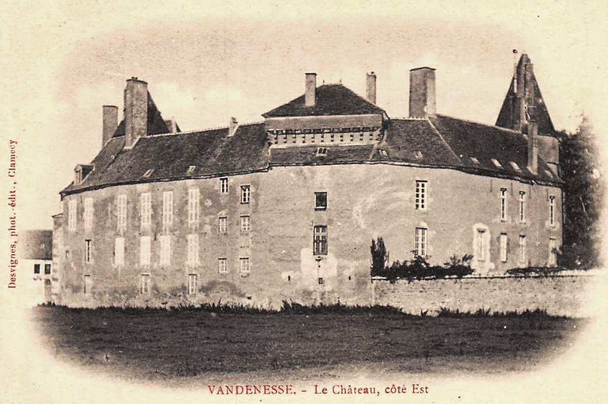 Vandenesse (Nièvre) Le château CPA