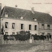 Vandenesse (Nièvre) Le couvent CPA