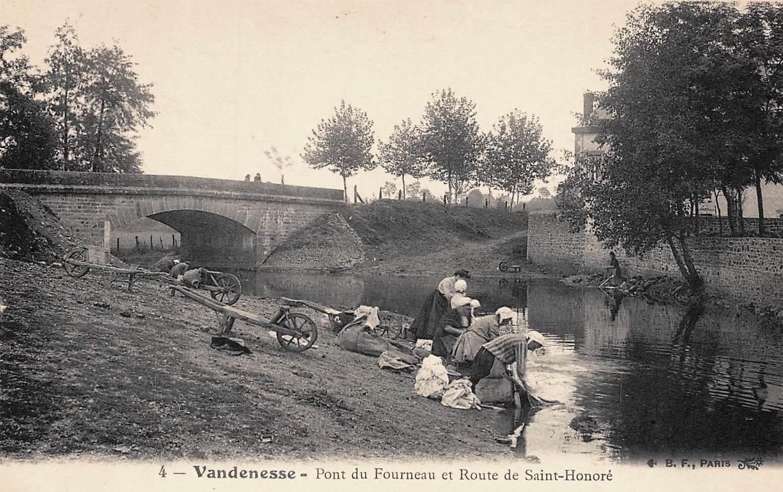 Vandenesse (Nièvre) Le Fourneau, le pont CPA