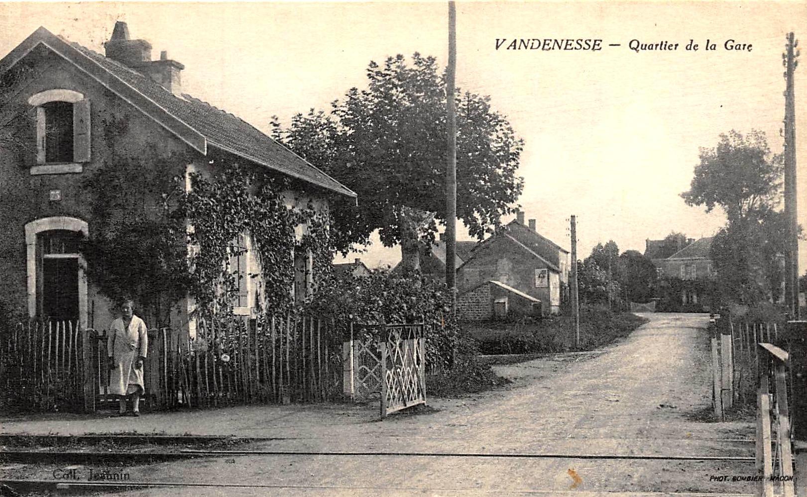 Vandenesse (Nièvre) Le quartier de la Gare CPA