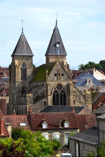 Varzy (Nièvre) L'église Saint Pierre
