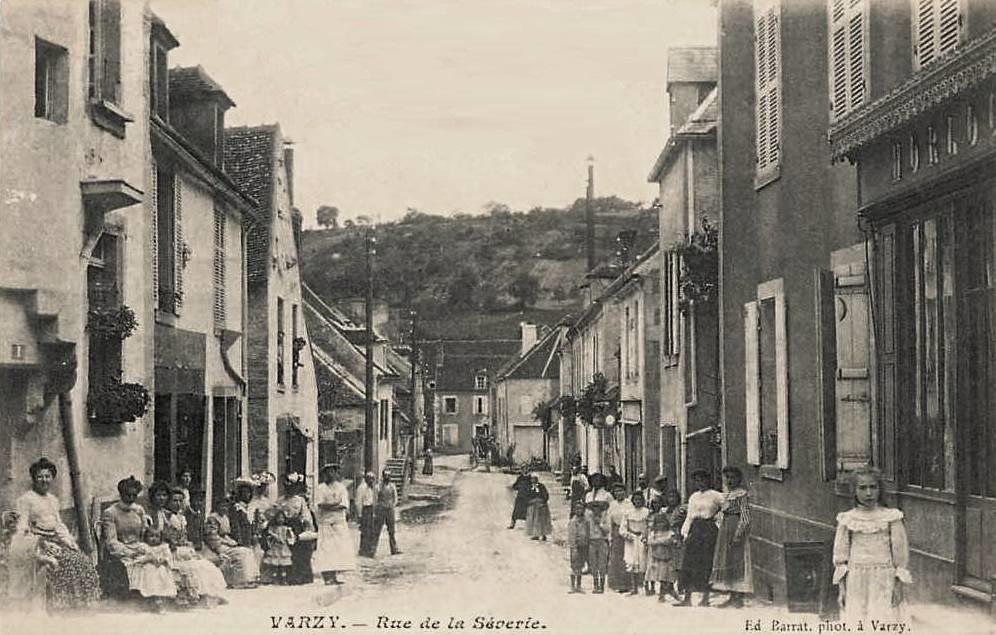 Varzy (Nièvre) La rue de la Sèverie CPA
