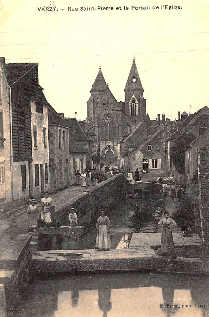Varzy (Nièvre) La rue Saint Pierre CPA