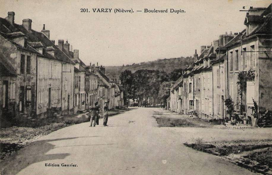 Varzy (Nièvre) Le Boulevard Dupin CPA