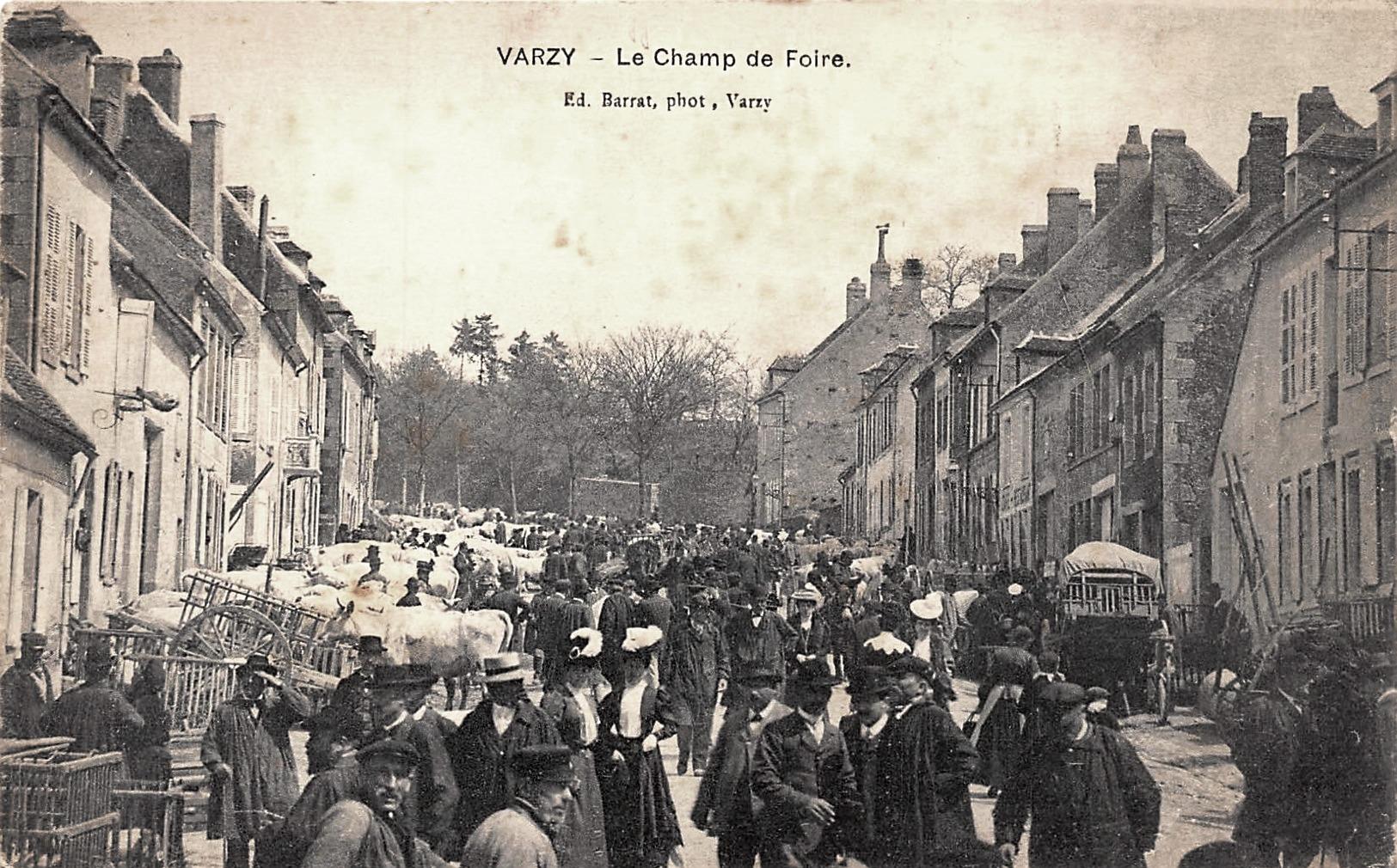 Varzy (Nièvre) Le champ de Foire CPA