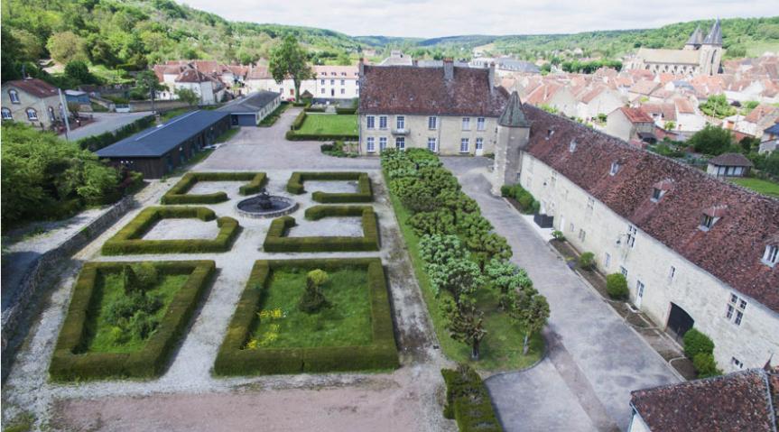 Varzy (Nièvre) Le château