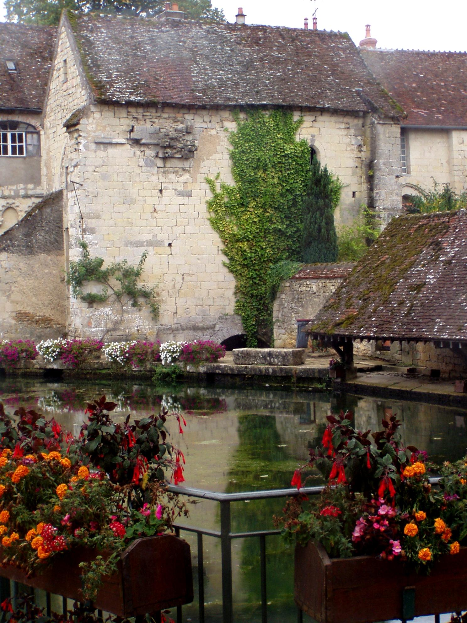 Varzy (Nièvre) Le lavoir