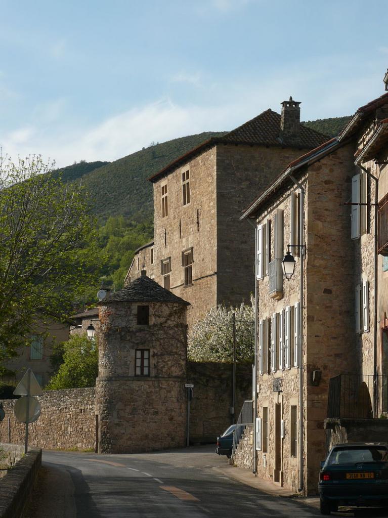 Versols-et-Lapeyre (Aveyron) Le château de Versols