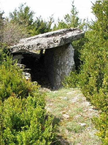 Versols-et-Lapeyre (Aveyron) Sayssou, le dolmen