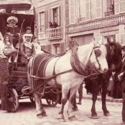 Vieils-Maisons (Aisne) CPA cavalcade 1910