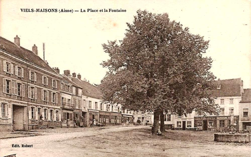 Vieils-Maisons (Aisne) CPA Place et fontaine en 1917
