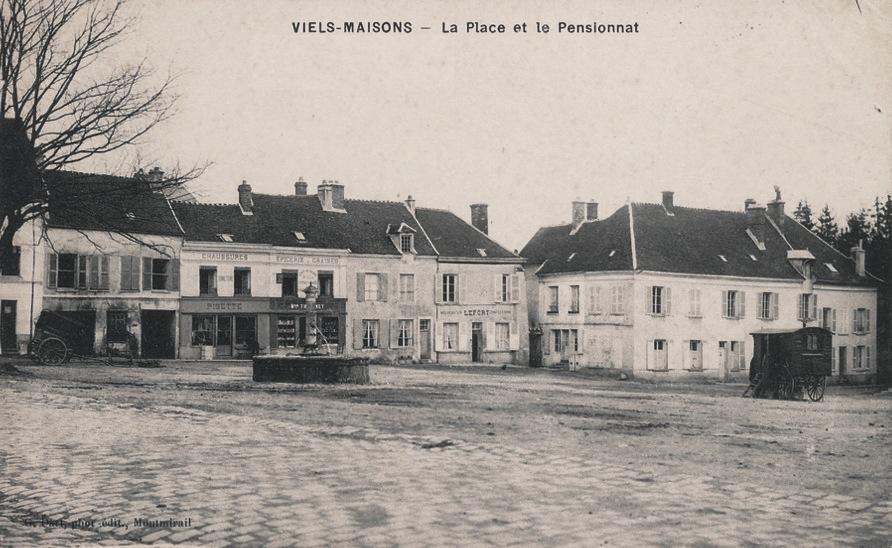 Vieils-Maisons (Aisne) CPA Place et pensionnat