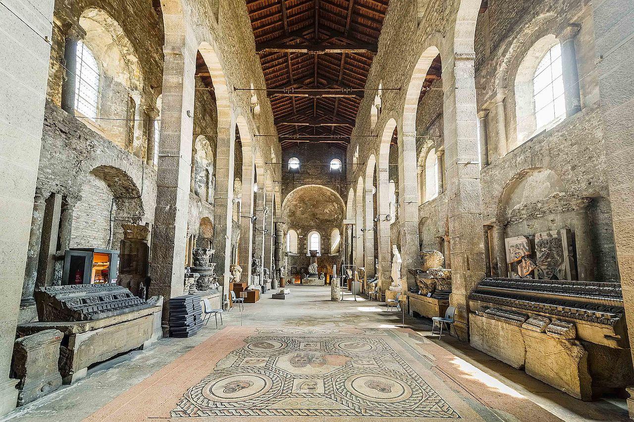 Vienne (Isère) L'église Saint-Pierre, la nef