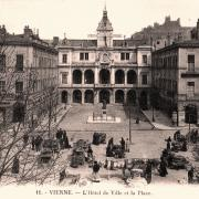Vienne (Isère) L'Hôtel de Ville et la place CPA