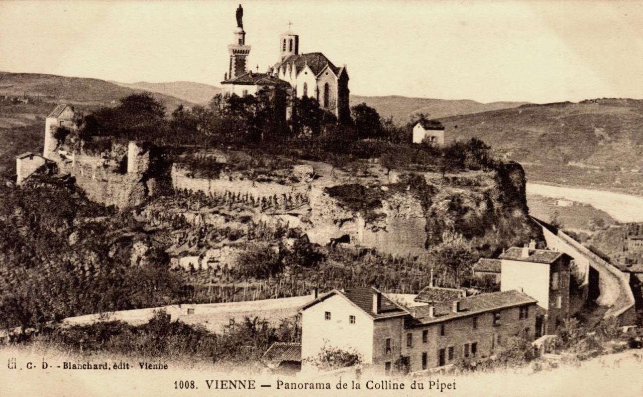 Vienne (Isère) La colline du Mont Pipet CPA