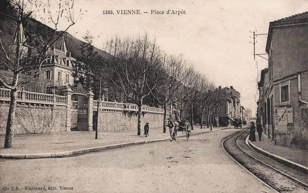 Vienne (Isère) La place d'Arpôt CPA