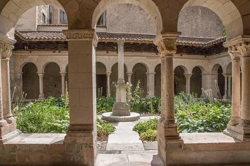 Vienne (Isère) Le cloître de l'abbaye Saint-André-le-Bas