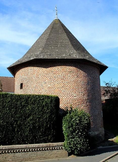 Viesly 59 l ancienne tour du chateau