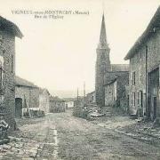 Vigneul-sous-Montmédy (Meuse) La rue de l'église CPA